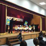 りす組の生活遊び「おべんとうバス」です。ステージでも普段通り踊り切りました。