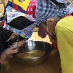 完成したきなこは、大豆の匂いと少し甘い匂いがしました。