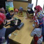 次にわらび餅作りを観察しました。