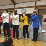 先生たちに合わせて、こどもたちも歌ったりセリフを言ったりして楽しんでいました。