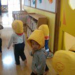 どのクラスも落ち着いた様子でホールに移動ができました。