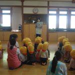 全クラスが集まった後、地震に関する紙芝居を観ました。