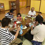 みんなで給食を食べました。