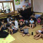 こあら組の教室で手遊びをしました。