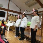先生による出し物です。今月は「三匹の子豚」の劇を観ました。
