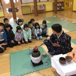 谷口先生に来て頂き、茶道に使う道具の名前や作法を教えて頂きました。
