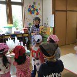 栄養士からパン作りに必要な材料や作り方を聞きました。