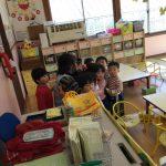 りす組も放送を聞き、みんな保育教諭の近くに集まることが出来ました。