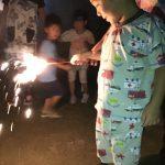 みんなでする花火は、楽しかったようです。