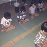 2日目の朝は、坐禅から始まりました。みんな集中して取り組んでいました。