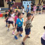 くわがたのように力強く踊っていました。