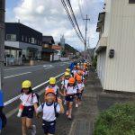きりん・ぱんだ組は大波下のバス停から歩いて青葉山ろく公園まで行きました。