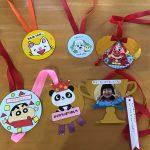 各クラス手作りのかわいいメダルができました。