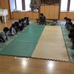 谷口由美子先生に来て頂き、茶道体験を行いました。礼儀作法も教えて頂きました。