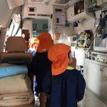 救急車の中にも入り見学しました。いろいろなものがたくさん積んであり、興味深々に見ていました。