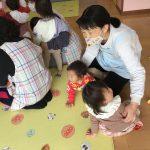 ひよこ組のお友だちもしっかり保育教諭のところに集まることができました。
