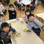 きりん組のお友だちは、小さいクラスのお友だちに優しく声をかけてくれていました。