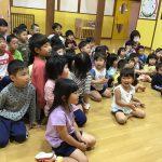 子どもたちも一緒に歌ってお祝いしていました。