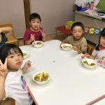 自分たちで作ったカレーは格別で、「おいしい」とたくさん食べていました。