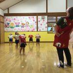 """子どもたちの好きな体操""""ちょっとだけ体操""""をしました。"""