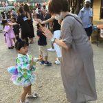 手を合わせたり、手をつないだり楽しんで踊っていました。
