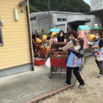 乳児クラスも抱っこやバギーに乗り、避難しました。