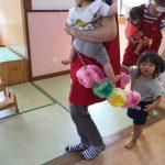 お誕生日のお友だちをお花の列車で迎えに行きました。