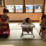 お誕生児の子も手拍子をして一緒に歌っていました。